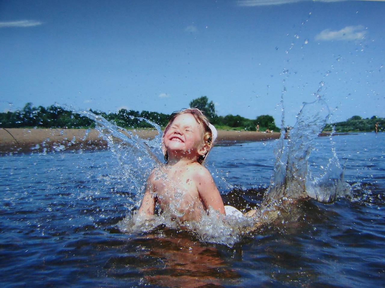 Картинки дети на воде