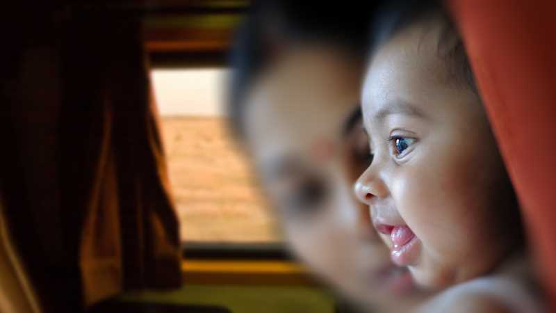 дети кричат в самолете