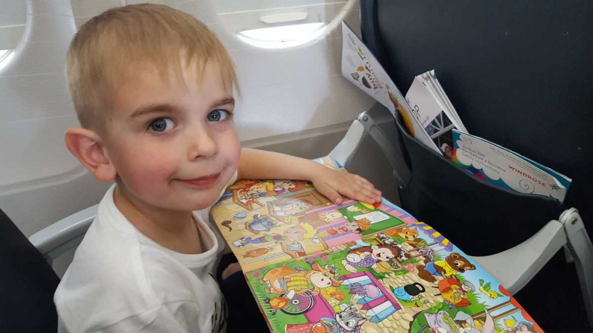 дети в самолете картинка