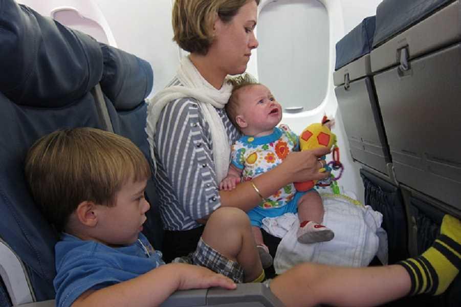 дети в самолете боинг 777 300