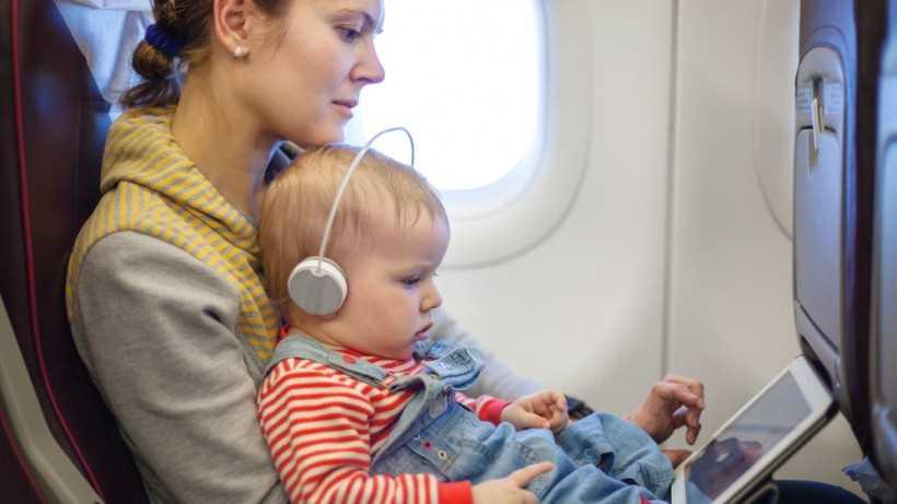 двухлетние дети в самолете
