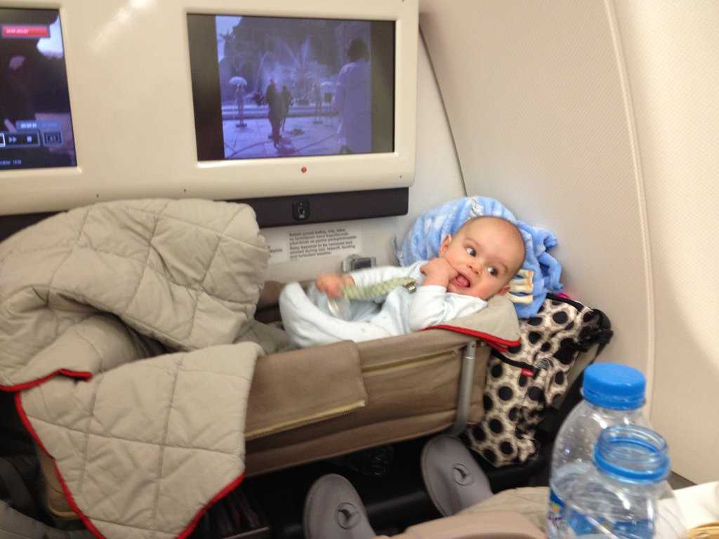 в самолете дети бесплатно до