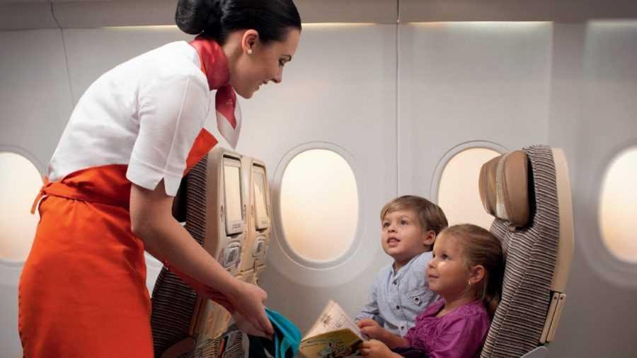 как ведут себя дети в самолете