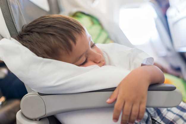 как ведут себя дети в самолете 2 года