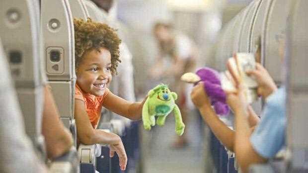 дети в самолете плачут
