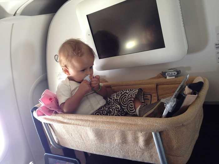 надоели дети в самолете