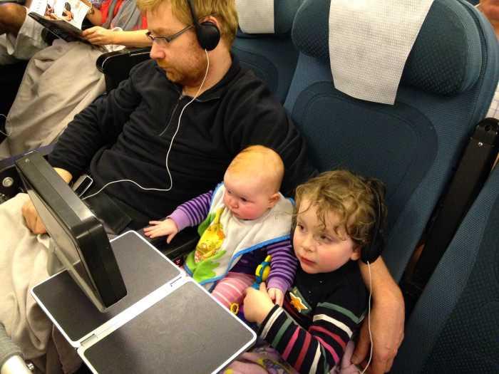 как дети до года переносят полет в самолете