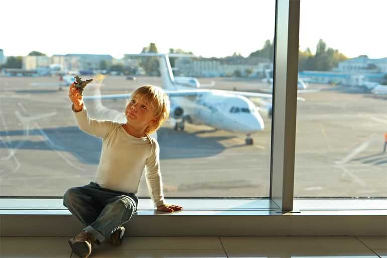 дети 4 лет в самолете