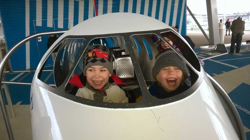 дети проезд в самолете бесплатно