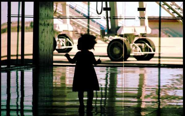 дети в самолете 4 года