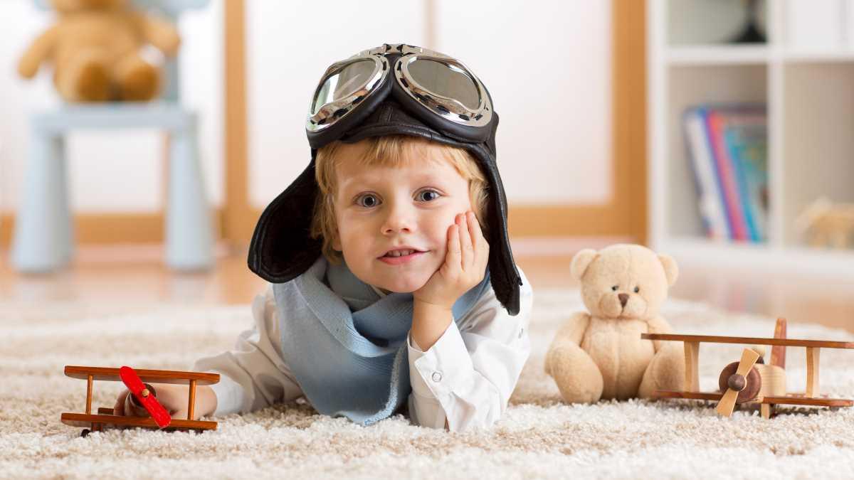 визжащие дети в самолете