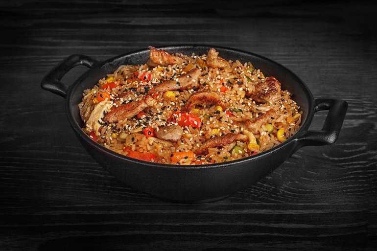Жареный рис по тайски со свининой (Кау Пад Му)