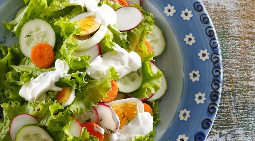 Салат из молодых овощей