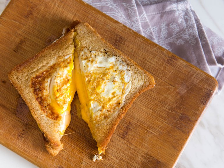Завтрак Яичница в батоне