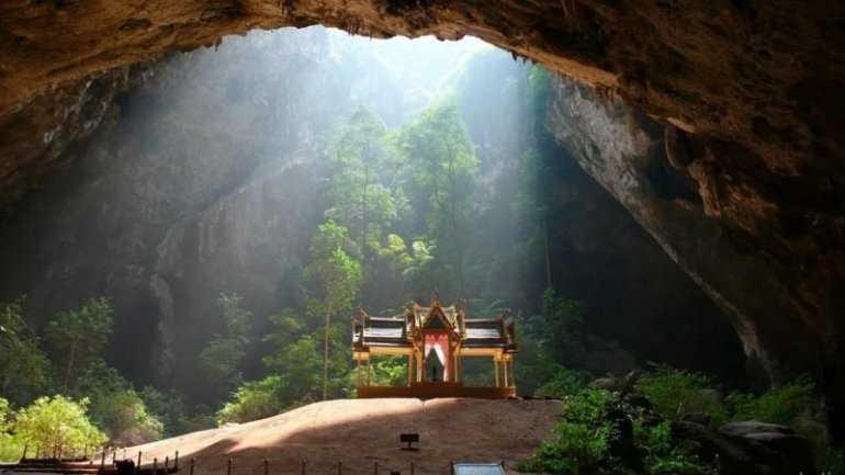 Тайланд. Изысканая Пещера Пхрая Након