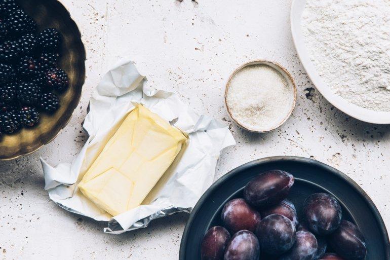 Рецепт простого и вкусного пирога c черносливом