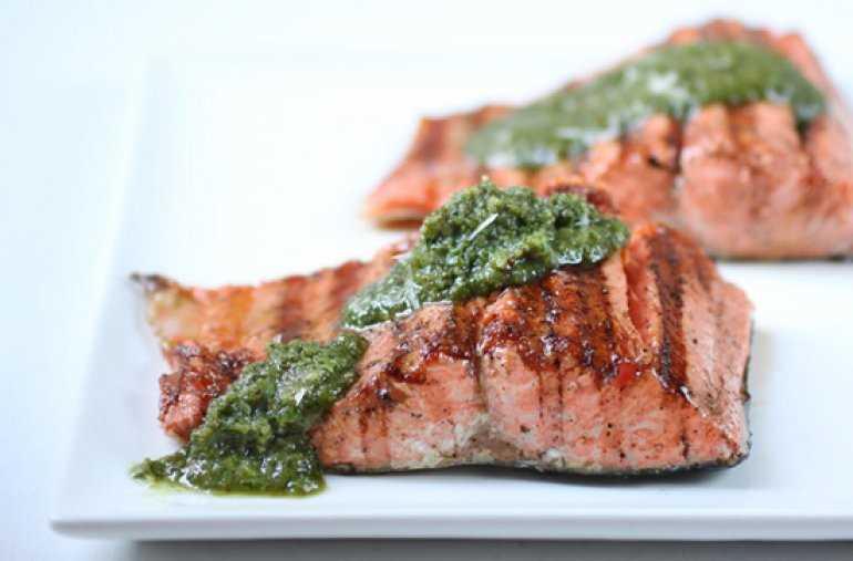 Рецепт: Филе лосося с орехами пекан