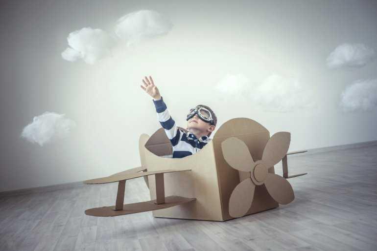Дети в самолете: До какого возраста дети летают бесплатно на самолете