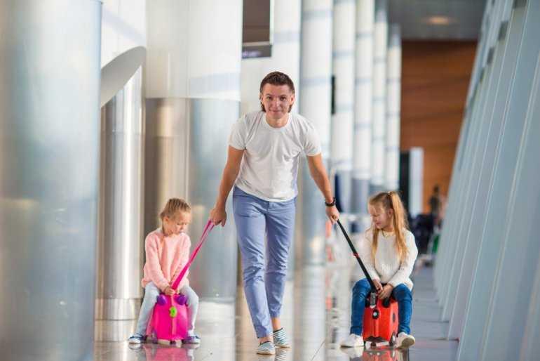 Маленькие дети в самолете: 14 правил комфортного путешествия с ребенком