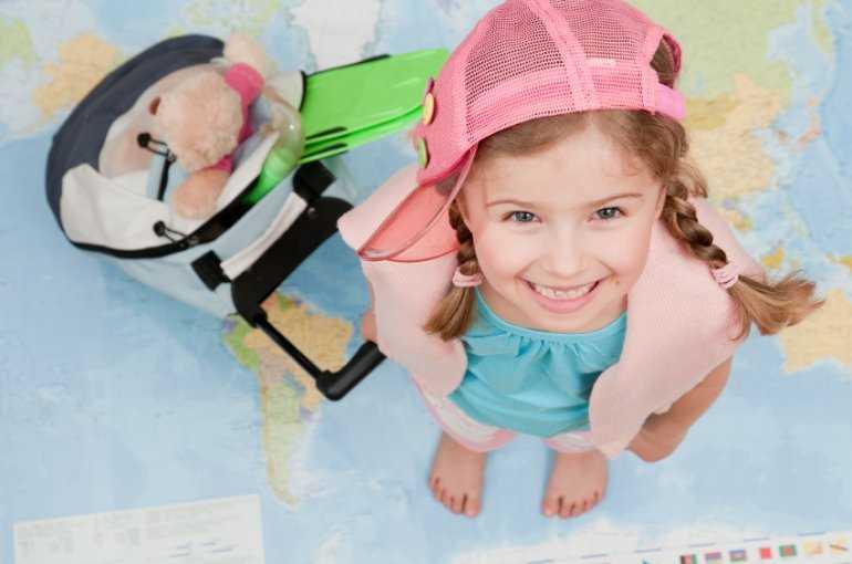 Дети в самолете: С 12 лет полный билет - да или нет - и другие проверенные факты