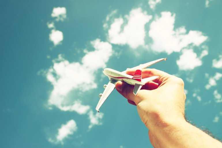 Дети в самолете: как летит ребенок до 14 лет
