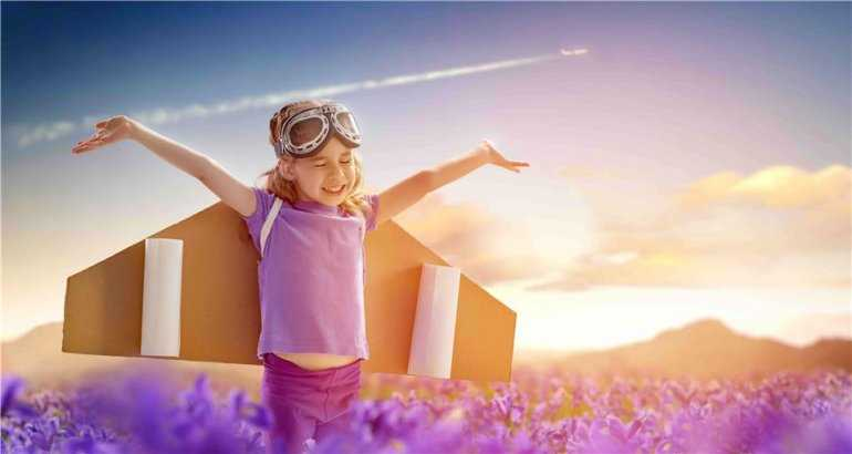 Где и как спят дети в самолете: 10 самых актуальных вопросов для родителей маленького путешественника