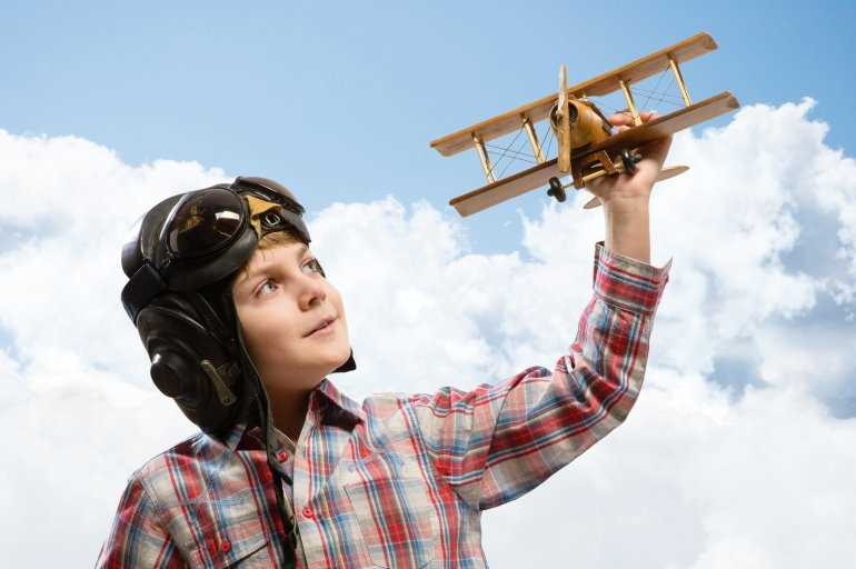 10 правил перевозки: дети в самолете без родителей