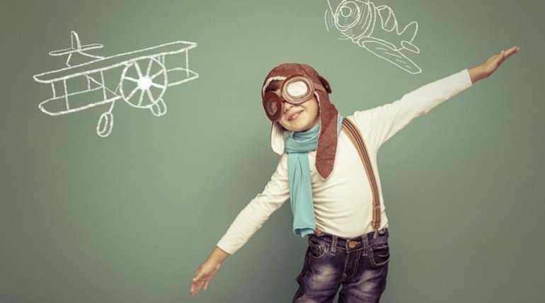 Дети в самолете: разница детских перевозок в разных классах комфортности