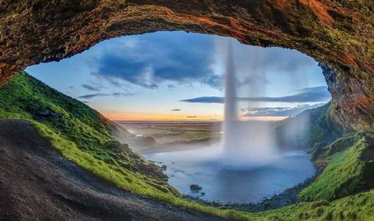 Кто еще хочет посетить ресторан в пещере?
