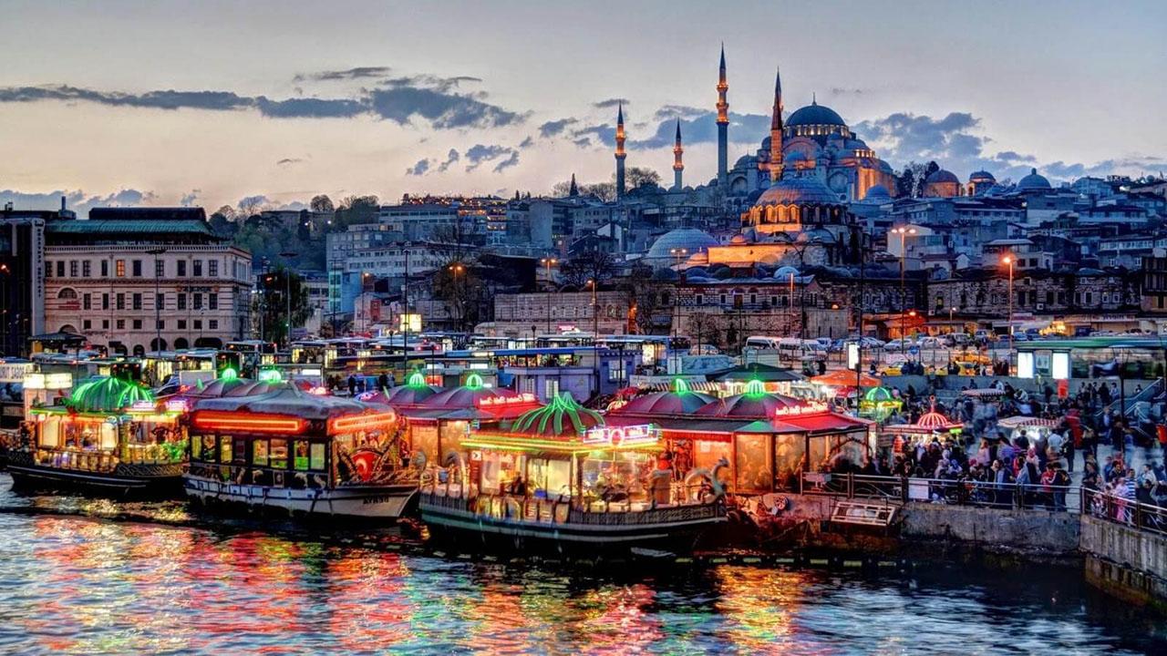 Стамбул чтит традиции