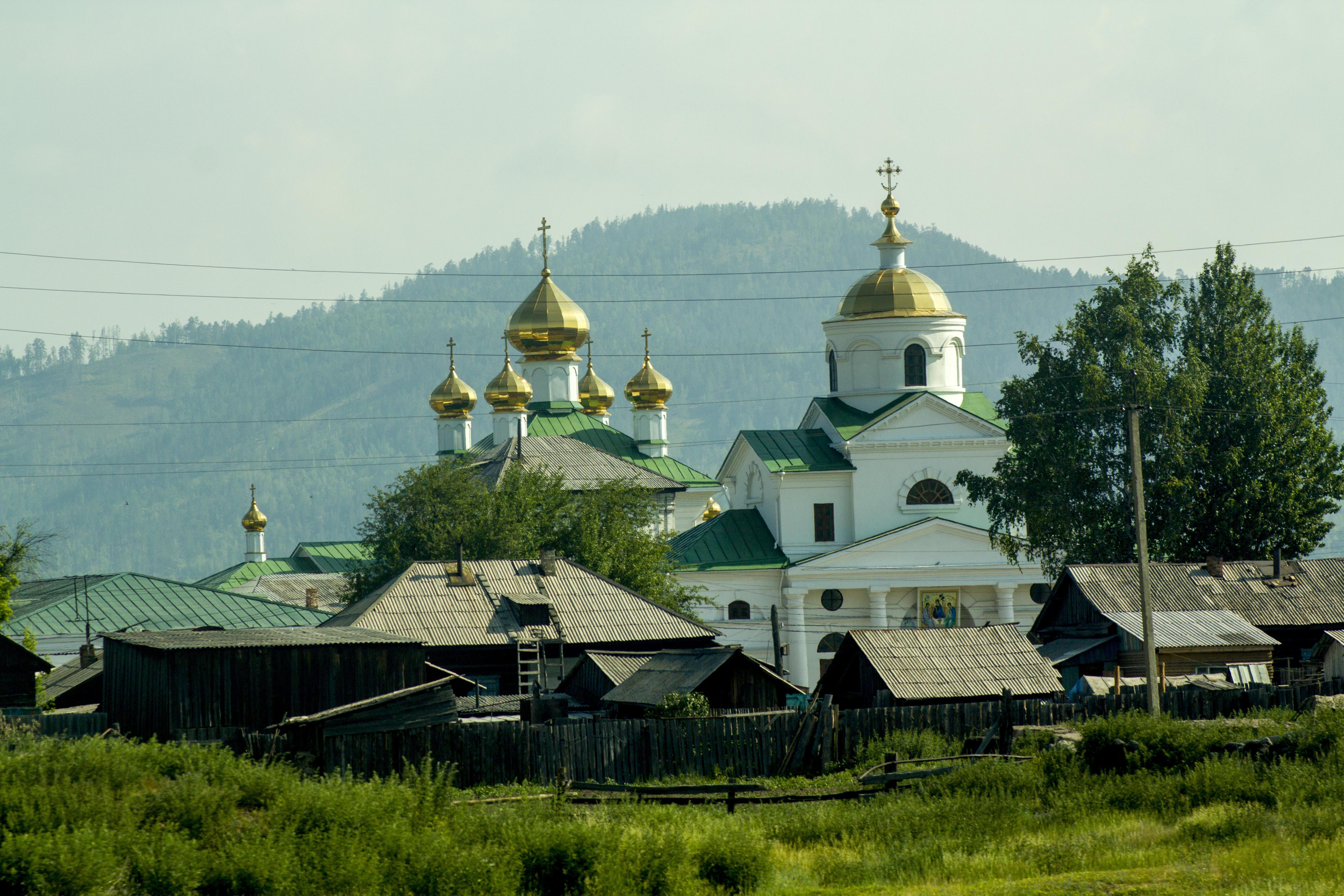 Как много на просторах России, маленьгих красивых церквушек...