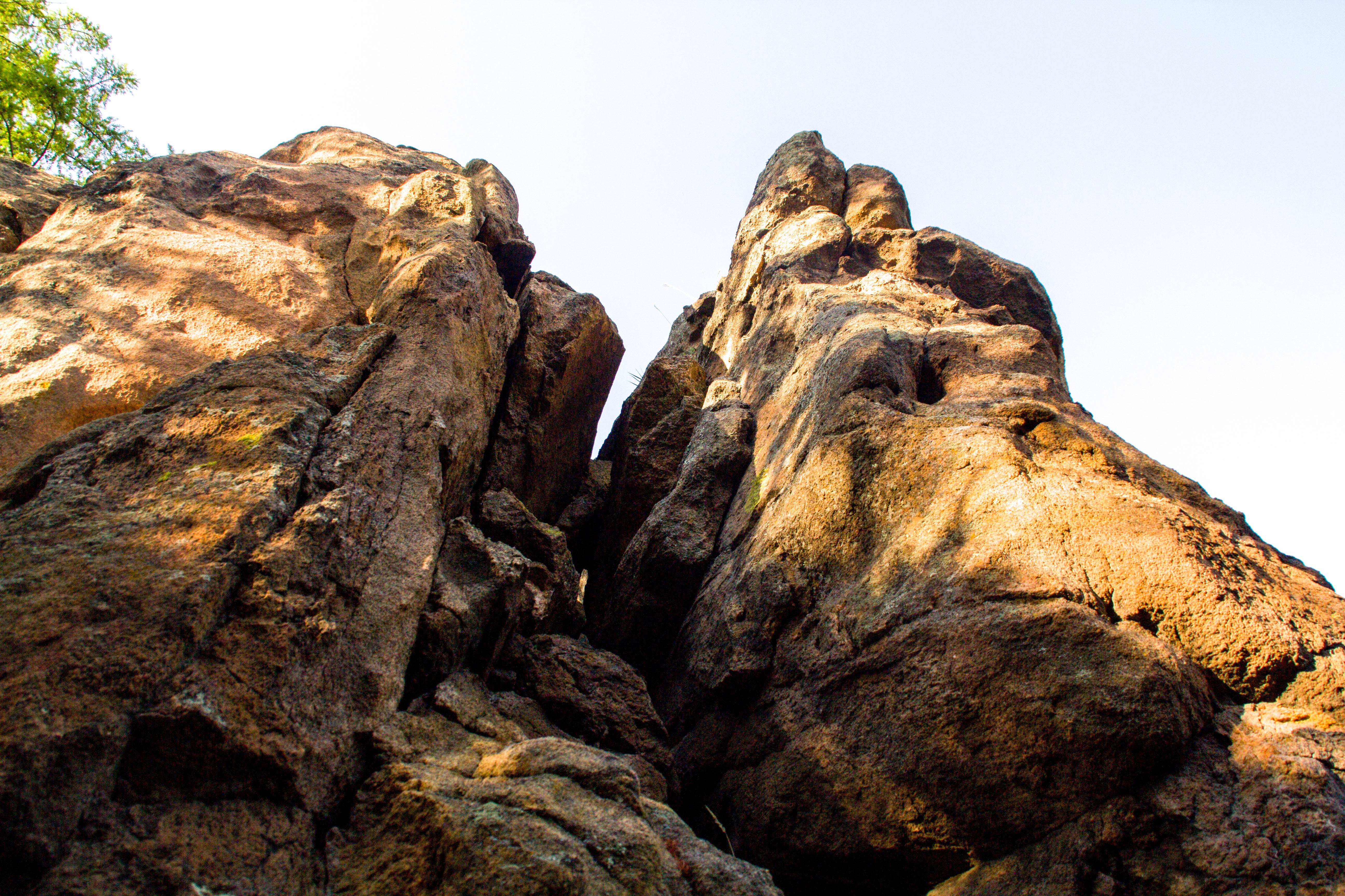 Скалы Кадалинских дворцов
