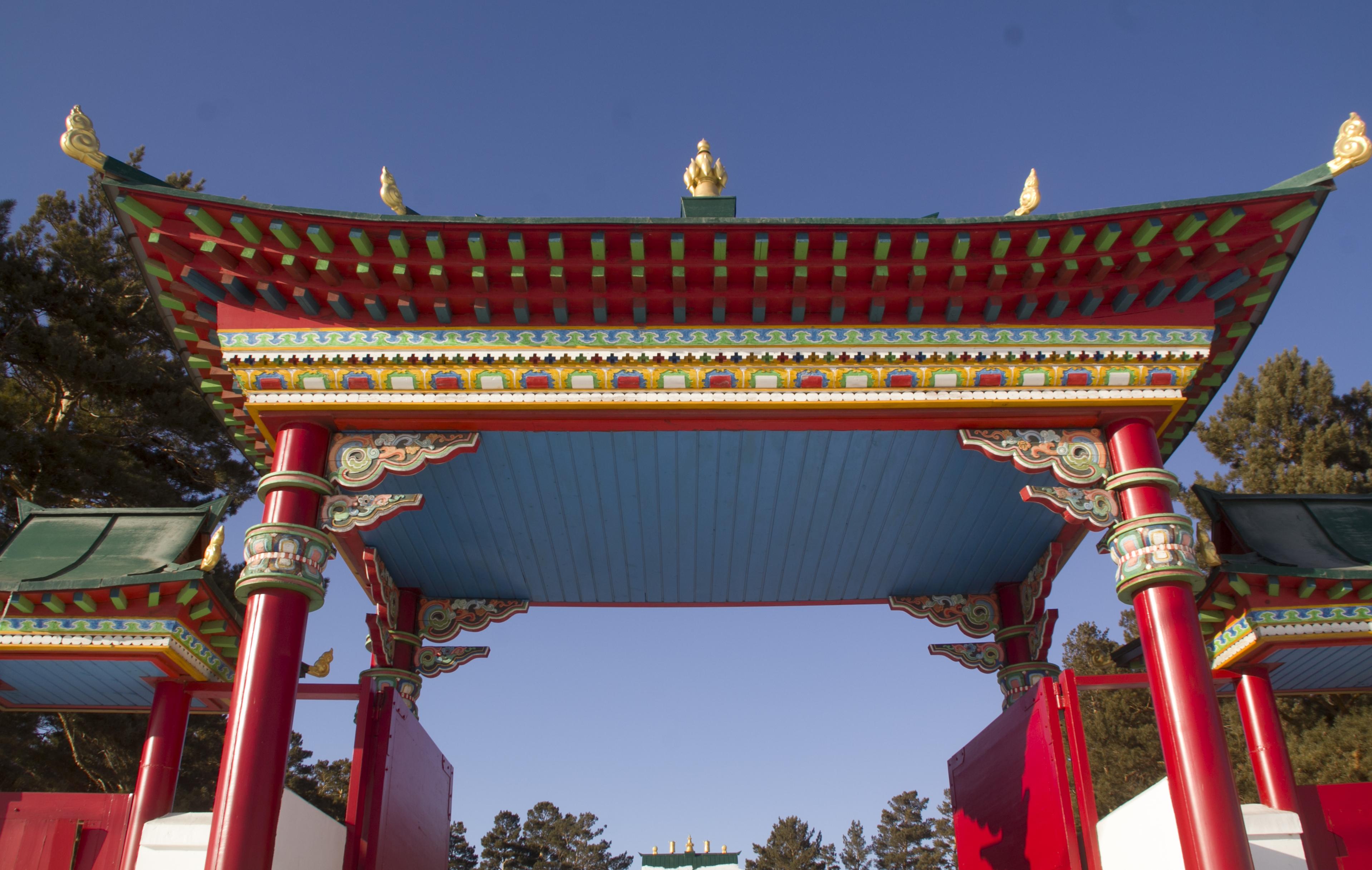 Главные ворота Агинского дацана