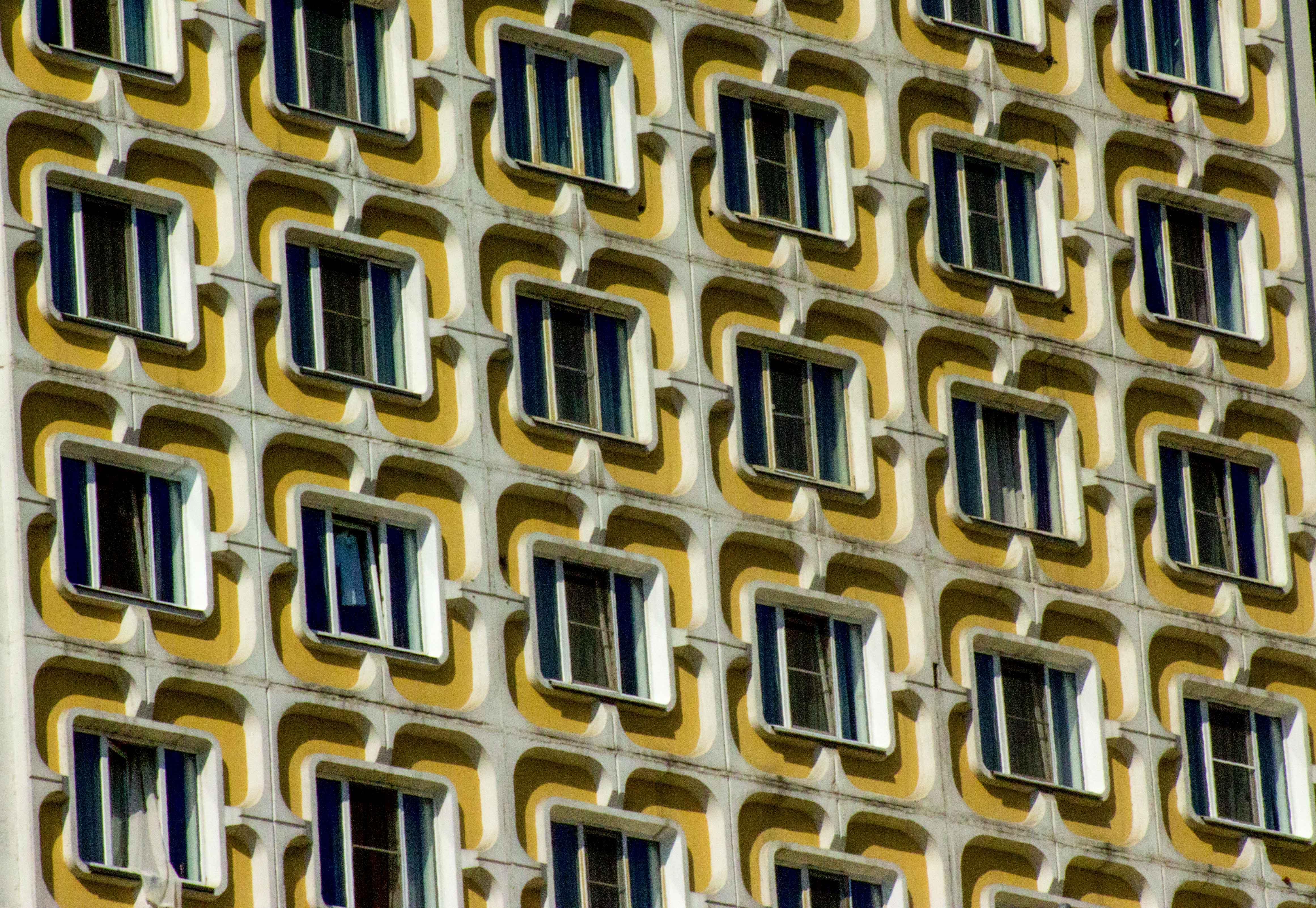 Фасад многоэтажки в Улан - Уде